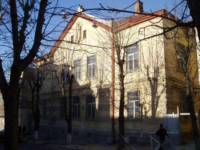 Корпус колишнього монастиря і дому убогих під опікою св. Вінсента де Поля на вулиці Кривоноса. Фото наших днів