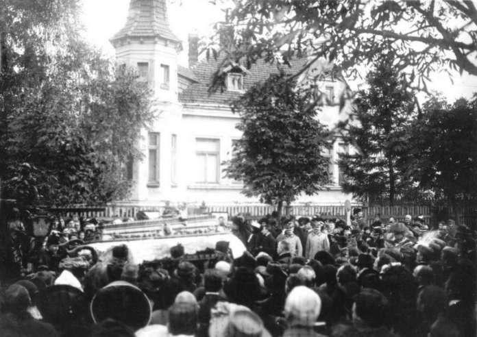 Похоронна процесія на вул. 29 Листопада (нині - Коновальця). Фото до 1914 року