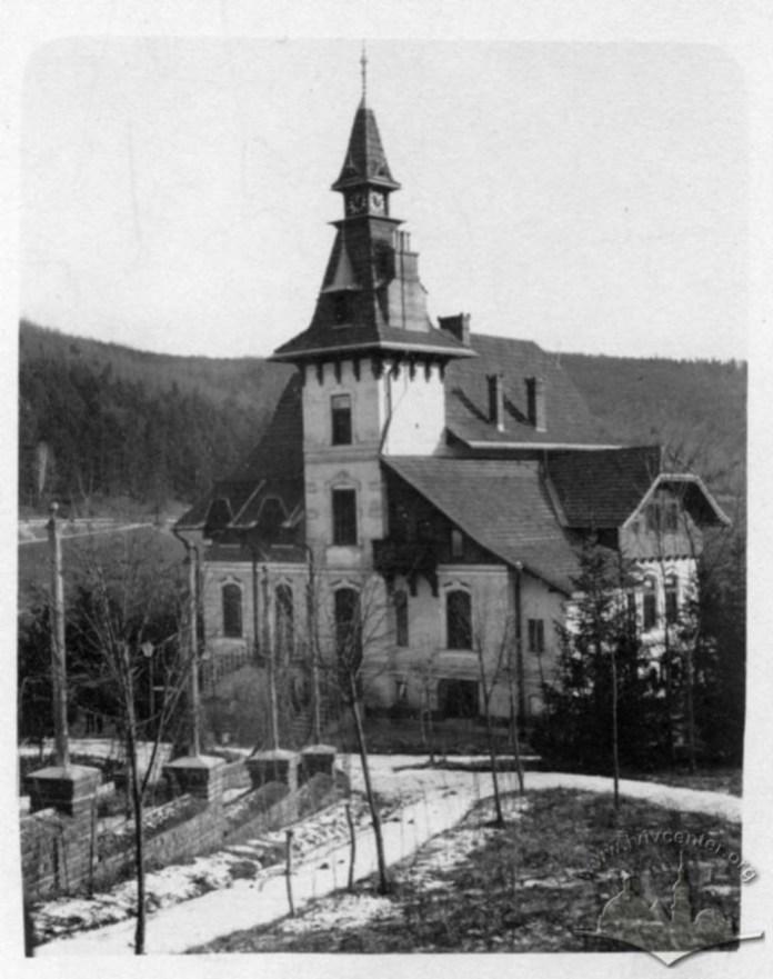 """Головний корпус водолікувального закладу """"Маріївка"""". Фото до 1914 року"""
