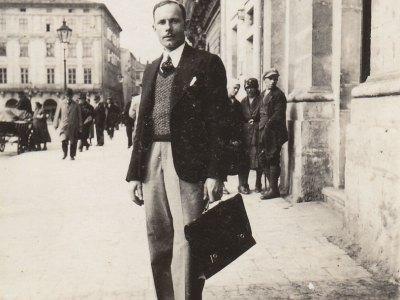 Петро Сташинський. Фото довоєнних часів, пл. Ринок, м. Львів.