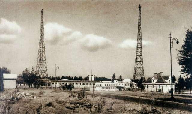 Перші ретрансляційні вежі Львівського радіо у кінці вулиці Івана Франка. Фото 1930 року