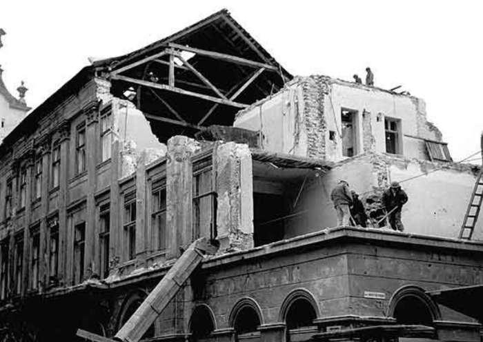 Демонтаж будинку Шмідта. Фото 1998 року