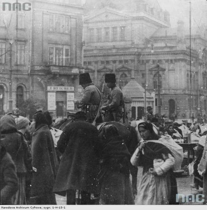Козацький патруль на нин. пр-ті Чорновола. Фоо 1914 року