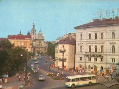 Тролейбус марки Київ-4 в центрі міста, 1969-1972 роки.