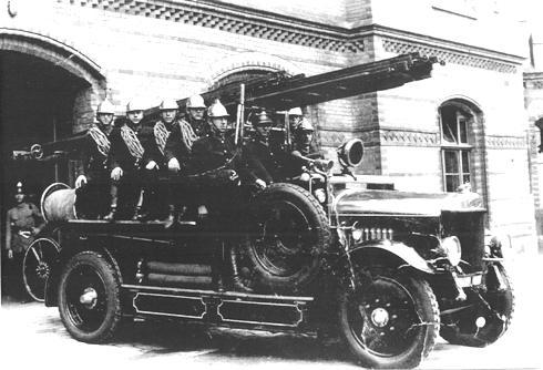 Пожежний автомобіль з розрахунком, фото 1930-ті роки.