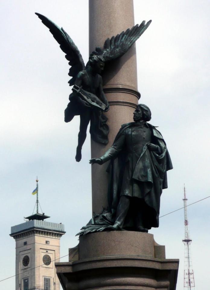 Пам'ятник Адамові Міцкевичу у Львові