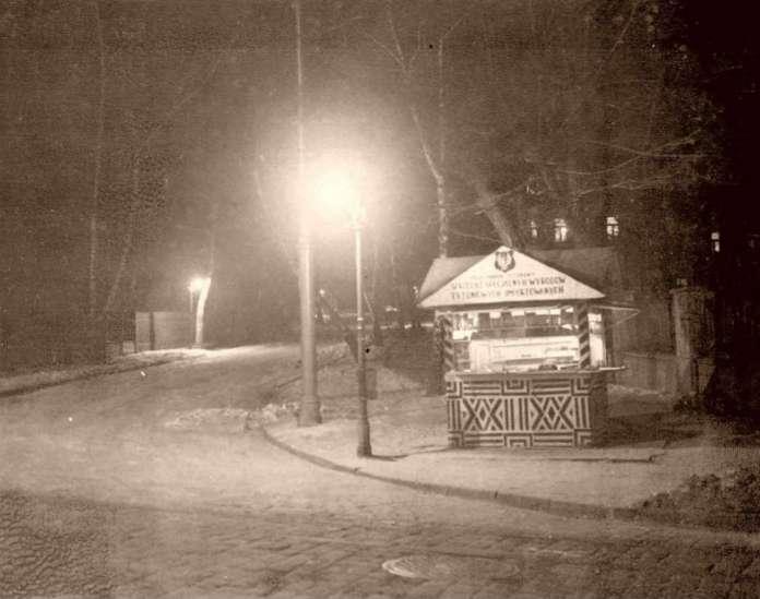 Тютюновий кіоск поблизу Стрийського парку. Фото до 1939 року