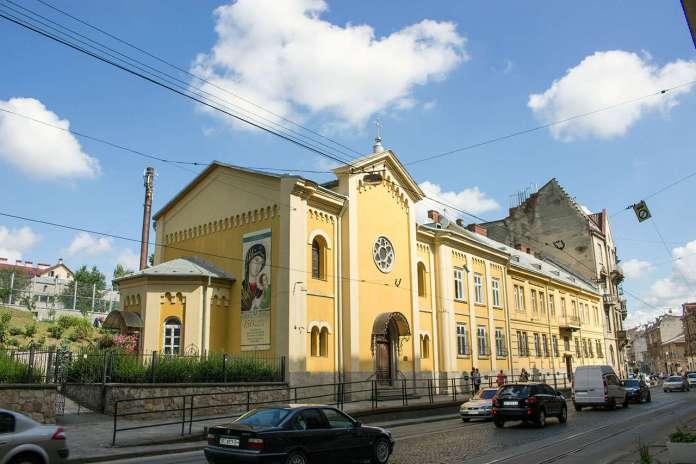 Церква святого Климента і кляштор редемптористів у Львові. Фото 2015 року