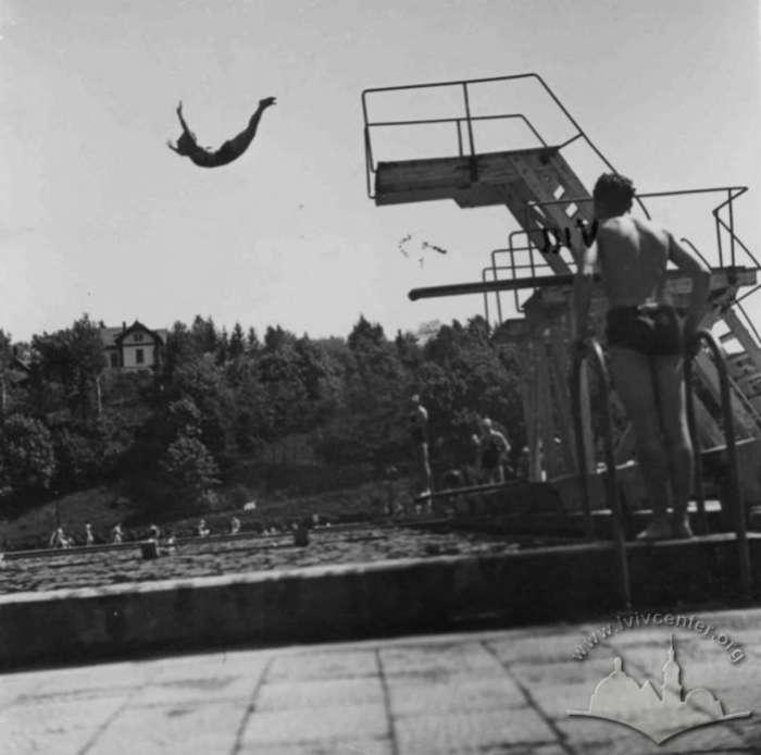 """Вишка для стрибків у воду на """"Залізній воді"""". Фото до 1939 року"""