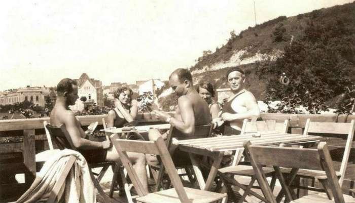 """На пляжах """"Залізної води"""". Фото до 1939 року"""