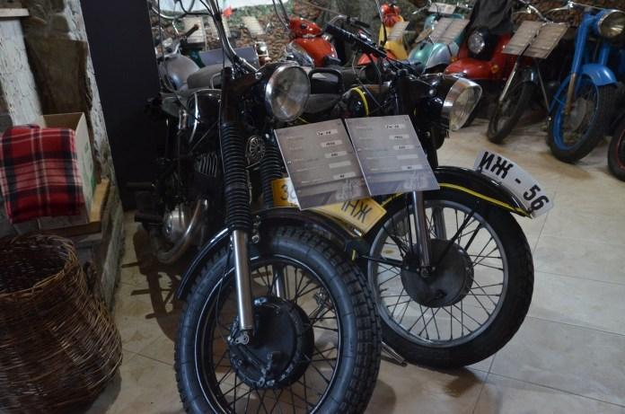 """Мотоцикли """"ІЖ 49"""" (Чоппер) та """"ІЖ 56""""."""