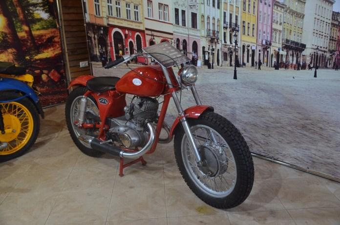 """Мотоцикл """"ІЖ 56"""" у приватній доробці."""