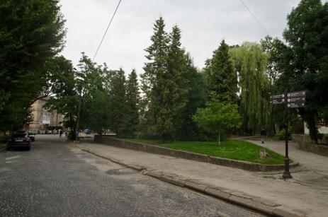 Вулиця Б.Хмельницького перед колією.
