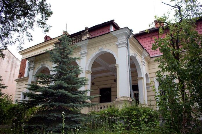 Приміщення колишнього елітного борделю (зараз вул. Драгоманова 25)