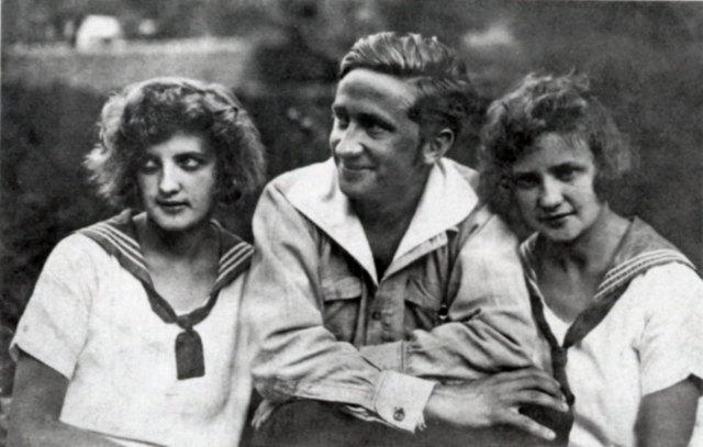 На фото: ліворуч Софія Колесса, в центрі - Микола Колесса, праворуч - Дарія Колесса