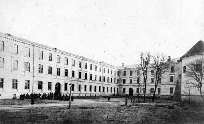 Корпуси семінарії Святого Духа. Фото початку XX сторіччя