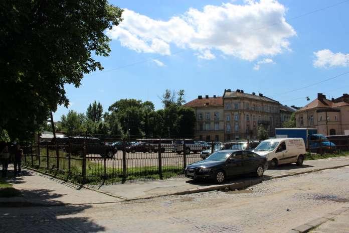 Площа князя Святослава. Фото 2015 року