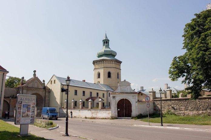 Глинська брама та колишня оборонна вежа. Нині дзвіниця