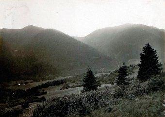 Вид на Маківку з позицій російських військ на г. Погар.