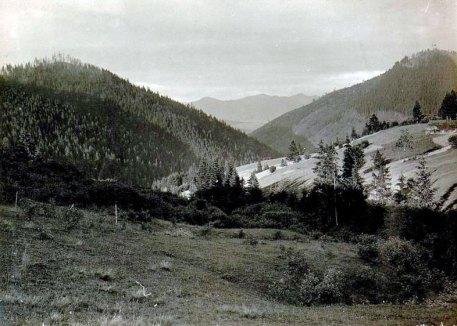 Вид на г. Кливу та Maківку з с. Любачіва.
