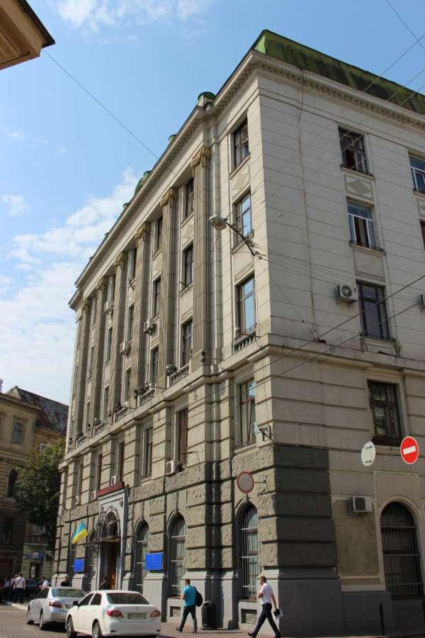 Нинішній будинок Управління міністерства внутрішніх справ України у Львівській області. Фото 2015 року