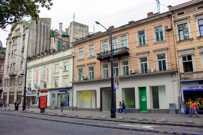 """Будівлі на сучасному пр-ті Свободи де колись розміщувався """"Брістоль"""" - готель, ресторація, дансинг. Фото 2015 року"""