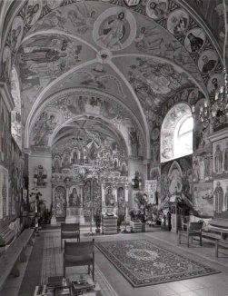 Інтер'єр церкви священномученика Йосафата і всіх українських мучеників. 2010 р.