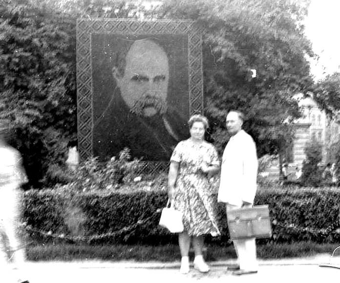 Квітковий портрет Т. Шевченка на площі Академічній