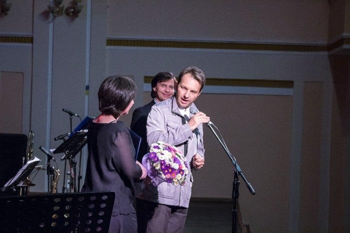 Наталка Криничанка, заслужений артист України Тарас Курчик та заслужений артист України Роман Ковальчук.