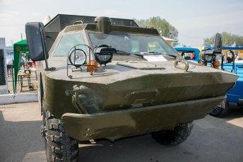 Автомобіль БРДМ на ярмарку ретро-авто
