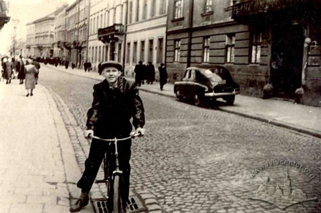 Велосипедист на вулицях Львова