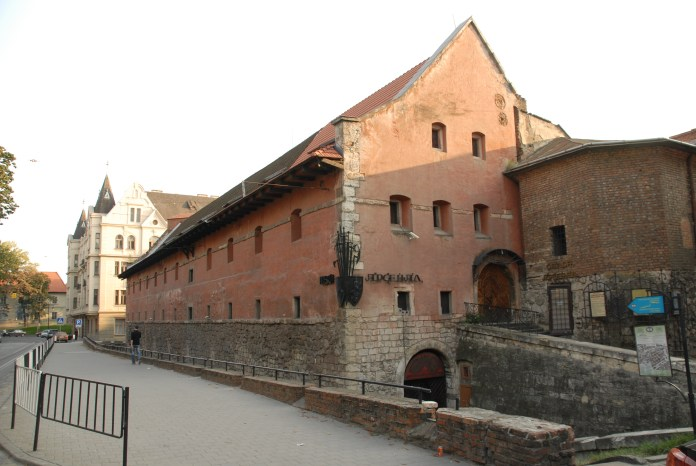 Міський арсенал, де перебували в ув'язненні гайдамаки у XVIII столітті