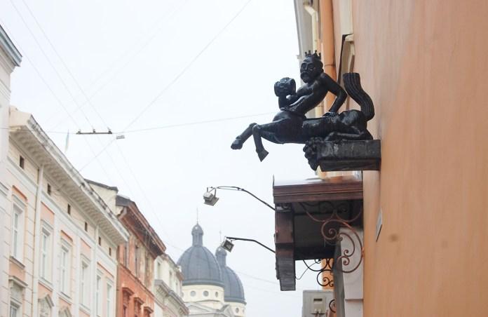 Не зовсім тверезий кентавр на Краківській