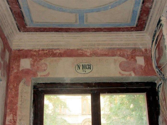 Відновлені старовинні стінописи у Львові в будинку №10 на вулиці Левицького