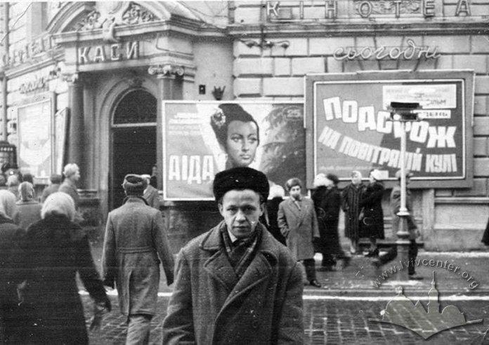 Будівля за адресою пл. Галицька, 15 або пр. Шевченка, 1. Фото 1962 року (з сайту lvivcenter.org)