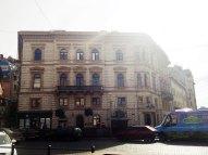 Сучасна будівля за адресою пл. Галицька, 15 або пр. Шевченка, 1. Вигляд з боку, фото 2015 року.