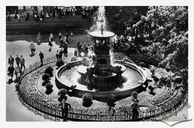 Фонтан з Потворами на проспекті Леніна (Свободи). Фото 1962 року. Автор: С. Яновський