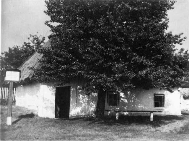 Церковно-приходська школа села Керелівка 1782 року забудови. Тут навчався Тарас Шевченко