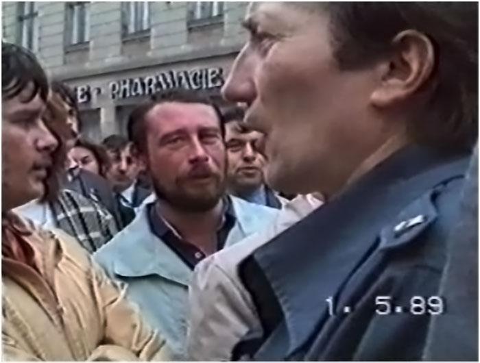Михайло Дубецький. Фото зроблене в момент демонстрації.