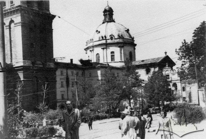 Львів, сквер на вулиці Підвальній. Фото 1950-1955 років.