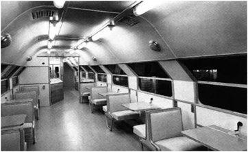 Інтер'єр двоповерхового пасажирського поїзда