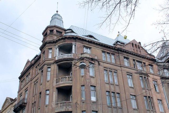 Будинок на сучасній вулиця Князя Романа у Льовові (колишня вул. Баторія)