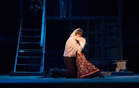 """Сцена з вистави """"Століття Якова. Перше кохання""""."""
