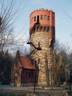 Вежа в Стрийському Парку. Фото 2012 року. Взято з «Вікіпедії»