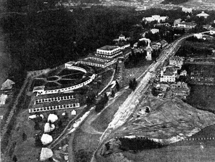 Водонапірна вежа під час «Східних торгів». Фото 1920-1930-х років