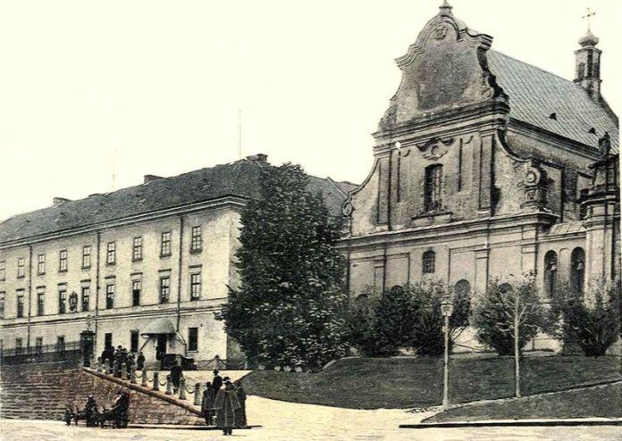 Колишній Тринітарський костел