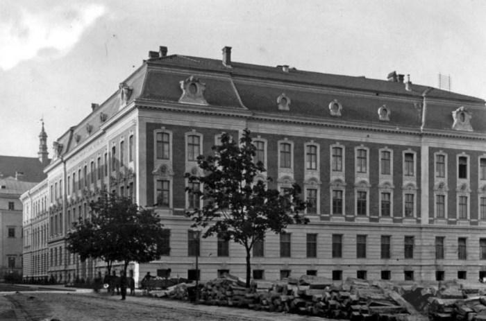 Будівля Промислової школи. 1892 рік. Архітектор Густав Бізанц. Фото з https://uk.wikipedia.org