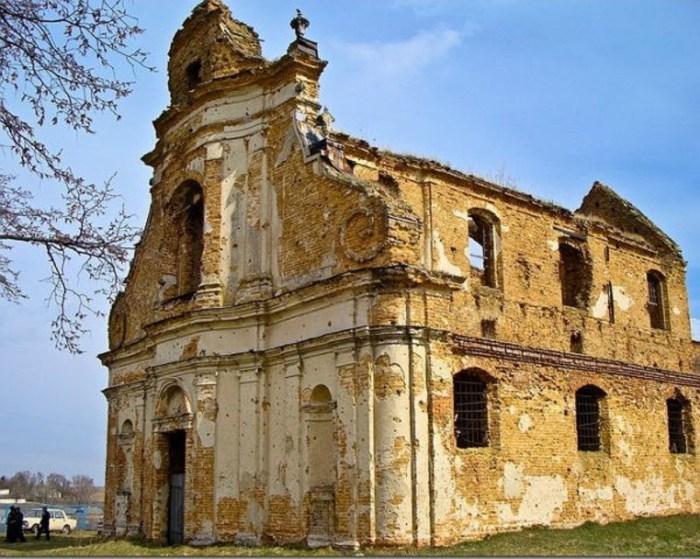 Руїни монастиря Різдва Богородиці у с. Великий Загорів