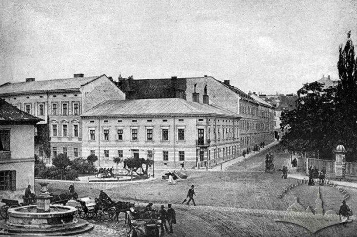Одне з найдавніших фото алеї на вулиці Академічній (пр. Шевченка). На місці чаші тепер розміщений пам'ятник Михайлу Грушевському. Фото 1887-1895 рр.