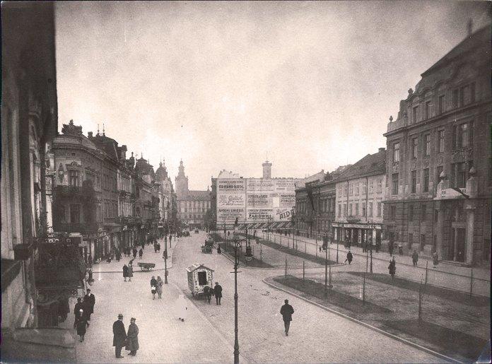 Новостворена алея на вулиці Академічній (пр. Шевченка). Фото 1922 р.